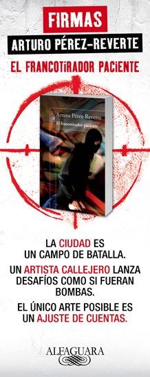 Arturo Pérez-Reverte firma ejemplares de El francotirador paciente